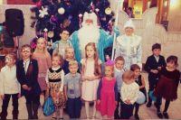На праздники веселились дети.