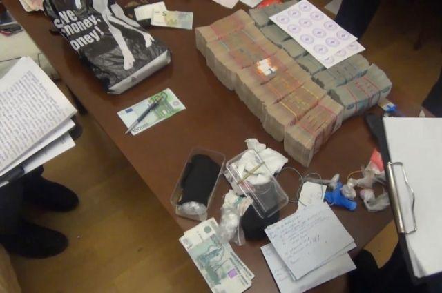 ВПетербурге уучастников ОПГ отобрали 200 килограммов наркотиков