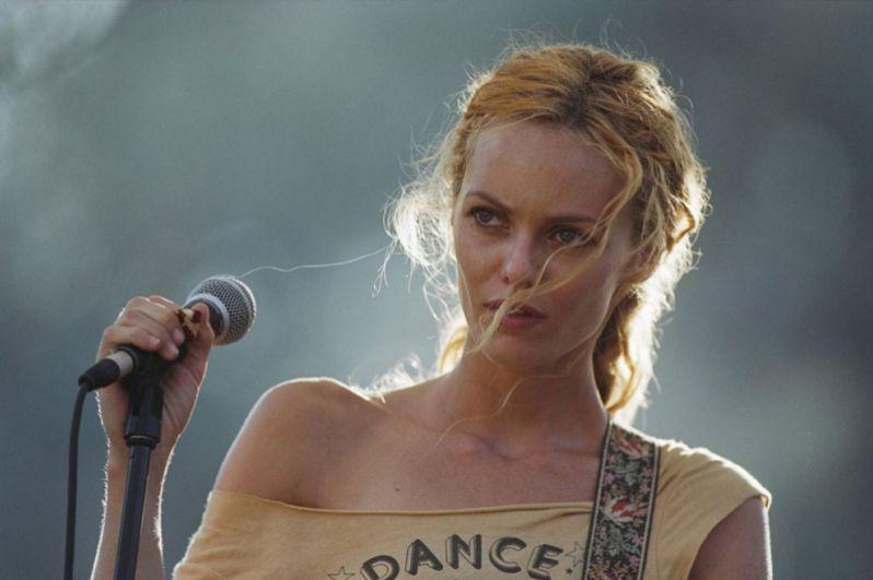 Затем последовал еще один перерыв в карьере актрисы. В 2004 году она вернулась в кино, сыграв в фильме «Атомный цирк, возвращение Джеймса Батая» братьев Пуаро.