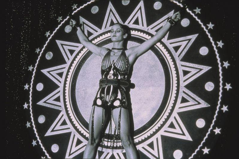 Леконт продолжил работать с Ванессой и в 1999 году снял ее в драме «Девушка на мосту».