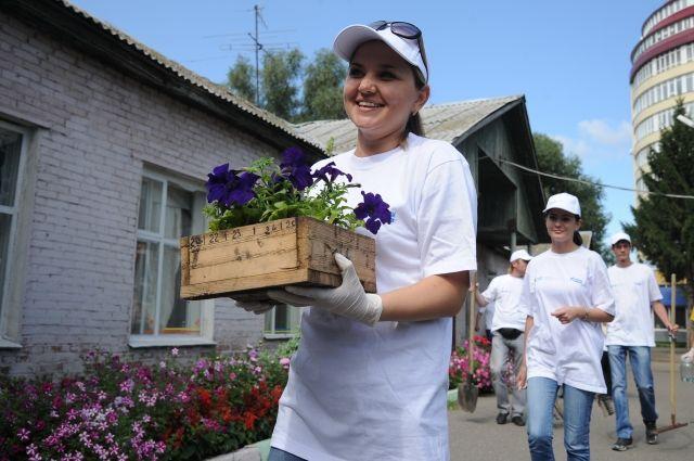 Волонтеры помогают людям