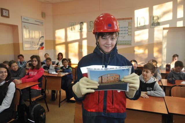 Омские энергетики стараются заинтересовать своей профессией ребят с самого раннего возраста.