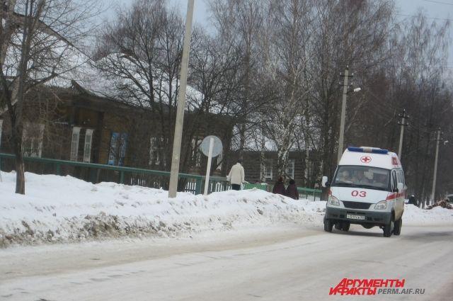 На скорой девочку доставили сначала в больницу Александровска, а ночью привезли в Пермь.