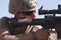 Солдат армии США с винтовкой M107A1.