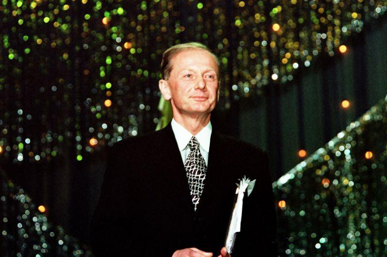 Писатель-сатирик Михаил Задорнов скончался на 70-м году жизни после борьбы с раком мозга 10 ноября.