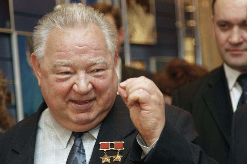 В ночь на 8 апреля умер летчик-космонавт, дважды Герой Советского Союза Георгий Гречко. Ему было 85 лет.