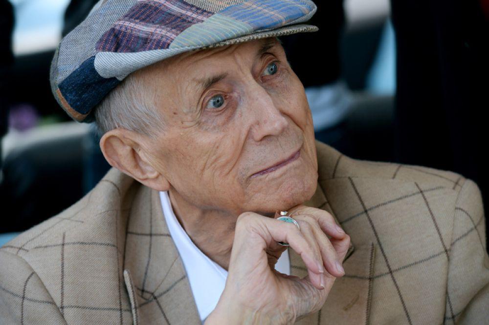 Поэт Евгений Евтушенко скончался 1 апреля в США на 85-м году жизни.
