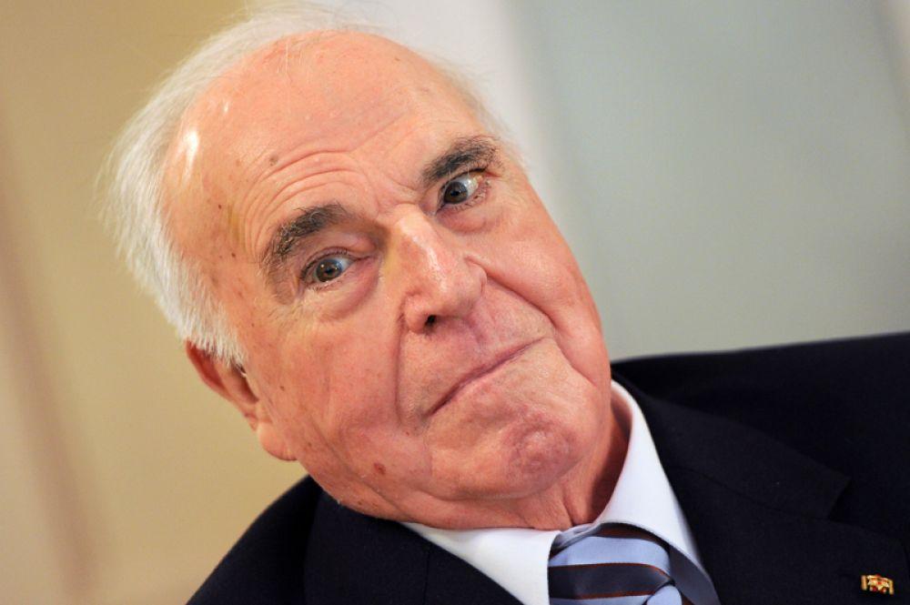 Экс-канцлер ФРГ Гельмут Коль ушел из жизни 16 июня на 88-м году жизни. Политик умер в собственном доме в городе Людвигсхафен-на-Рейне.
