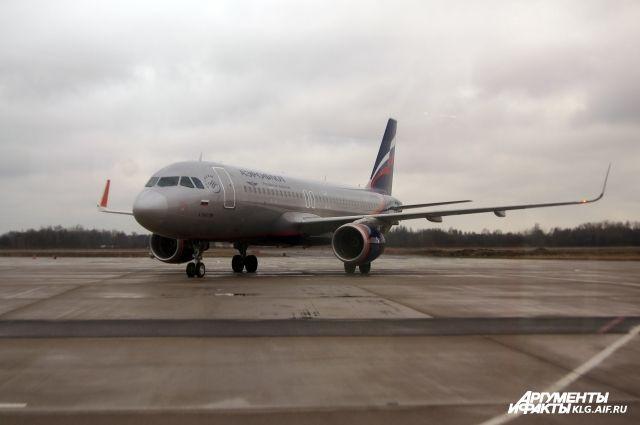 ВКалининграде пассажир самолета устроил поножовщину из-за запаха носков