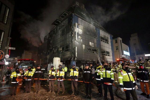 16 человек сгорели впожаре вспортцентре вЮжной Корее