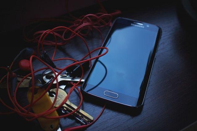 В Тюмени у спящего на вокзале мужчины украли смартфон