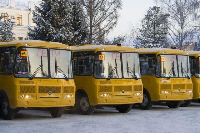 Сельские школы получили новые автобусы.