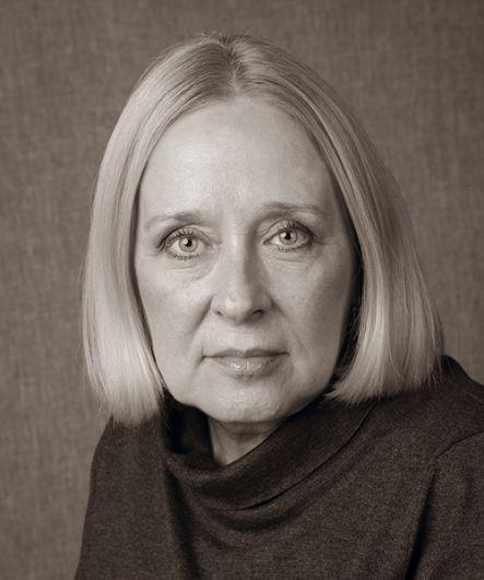 Романова обожает Марину Цветаеву. «Пытаюсь приблизиться, разгадать, осмыслить», - говорит она о поэте.
