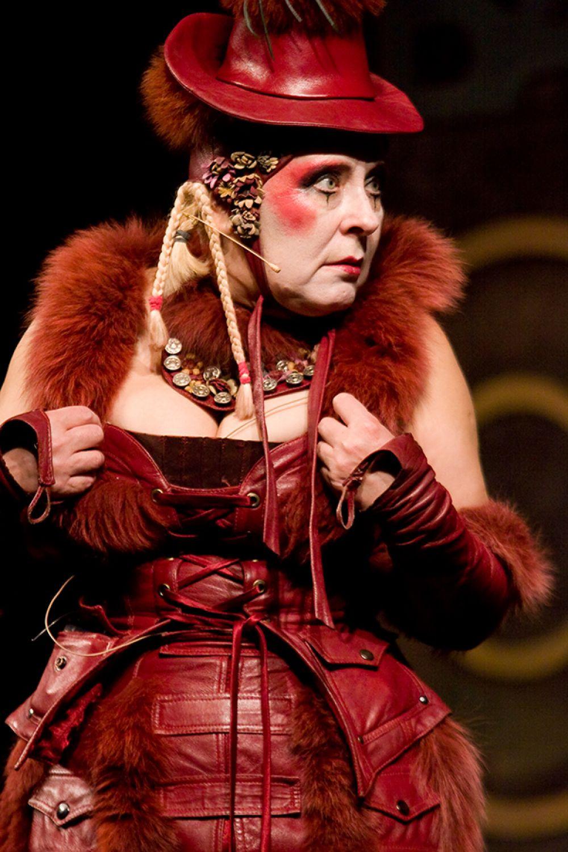 Целия Пичем в «Трехгрошовой опере»