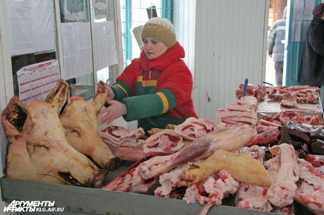 Торговлю свининой в магазинах и на ярмарках Калининграда запрещать не будут.