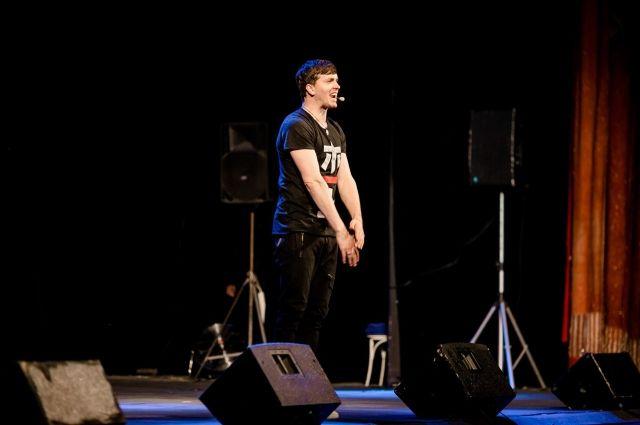 Спустя 10 лет актёр шоу «Импровизация» вернулся в родные места с концертом.