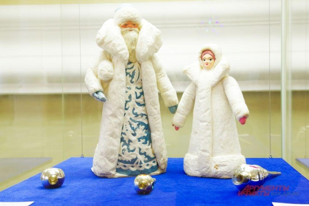 Главными элементами в праздничной атмосфере были Дед Мороз и Снегурочка.