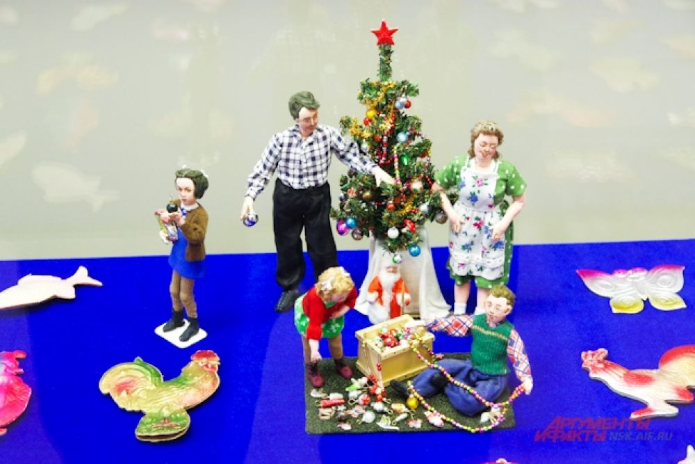 На выставке представлены целые композиции из игрушек.