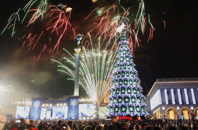 Главная новогодняя елка страны на Майдане в Киеве 2013 года