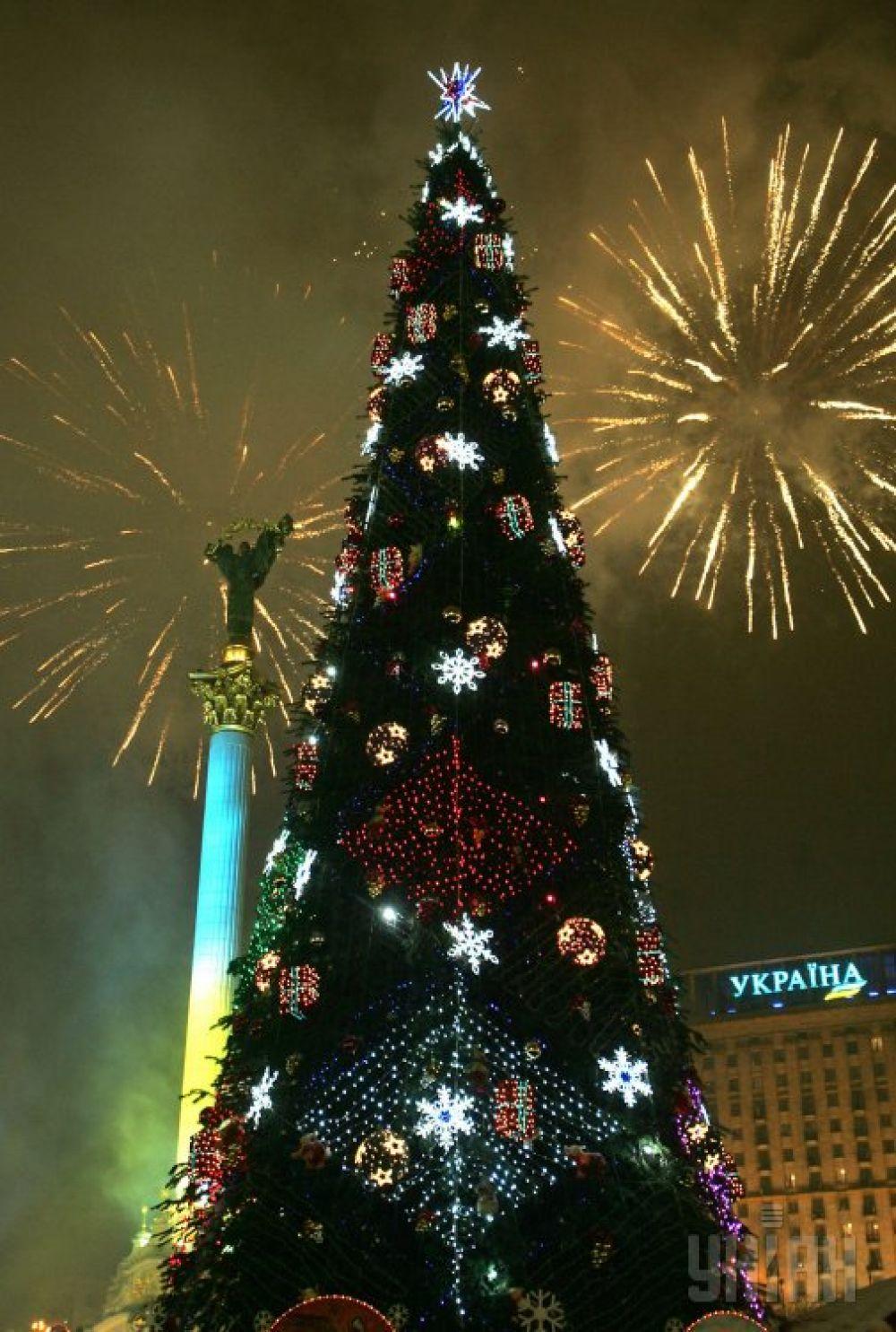 А с такой главной новогодней елкой праздновали Новый 2009 год.