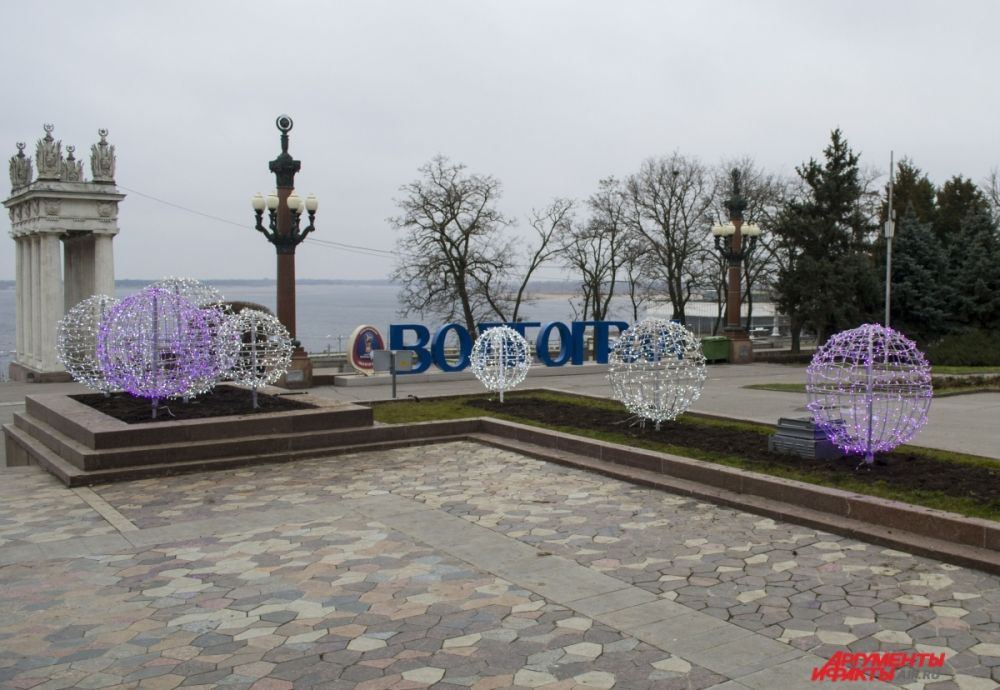 Светодиодные шары на Центральной набережной.