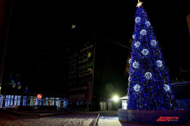 Новогодняя ёлка у «торгушки».