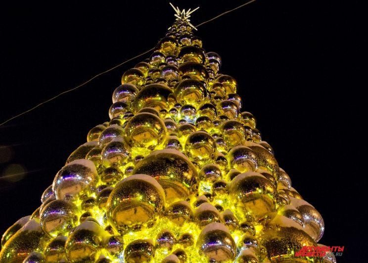 Новогодняя ёлка на Аллее Героев.