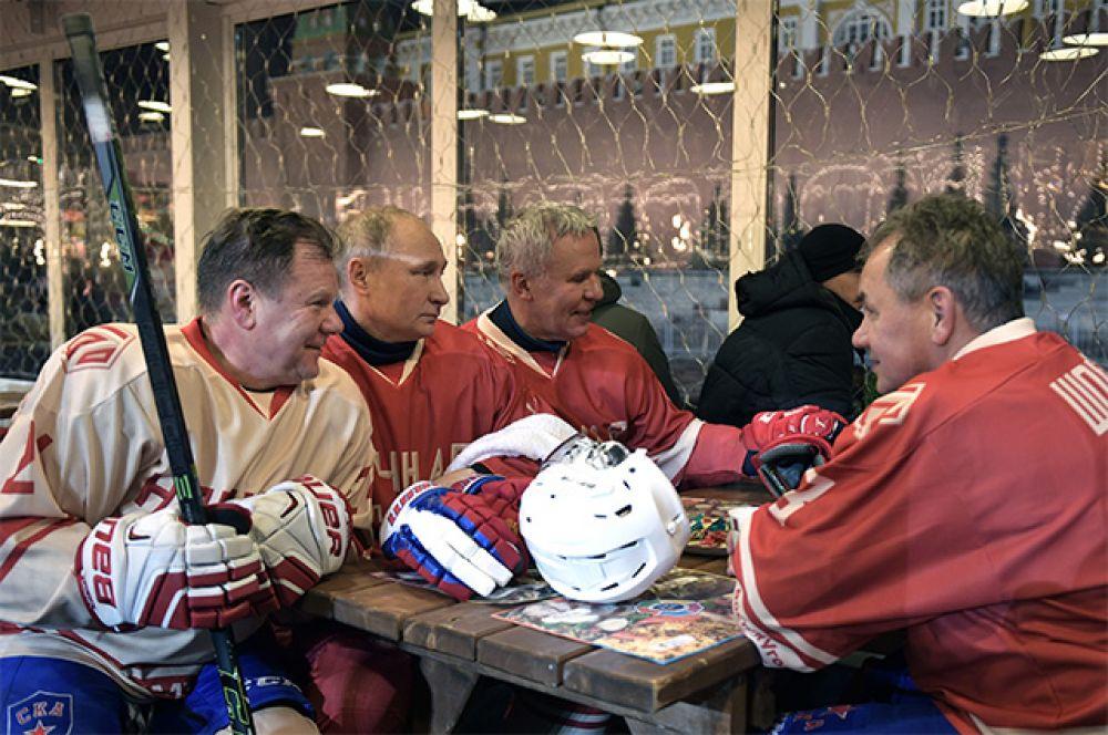 Владимир Путин, музыкант Игорь Бутман, Сергей Шойгу и Вячеслав Фетисов.