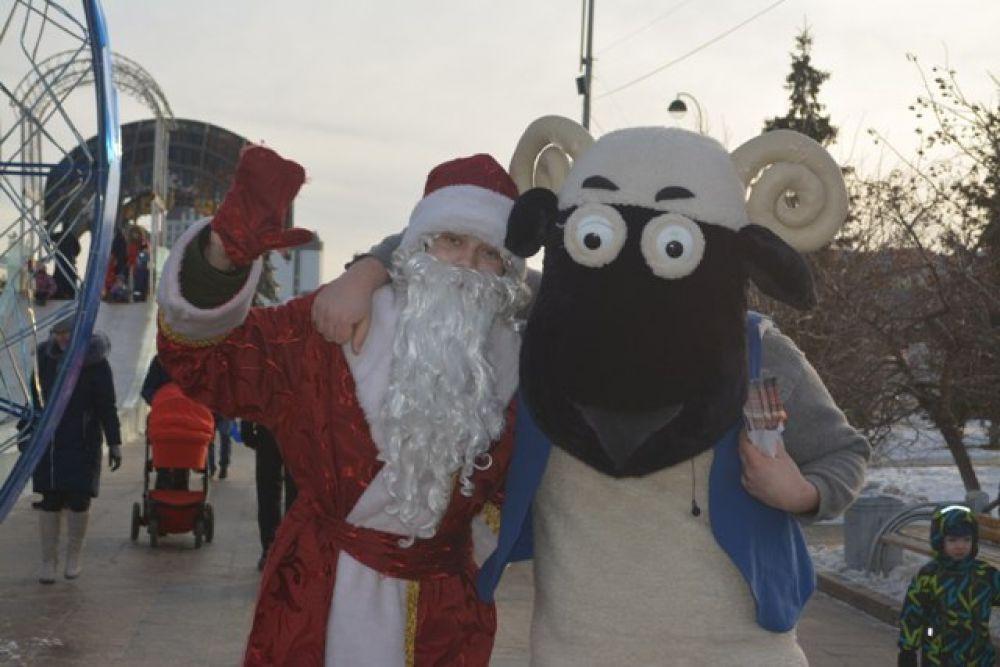 На Цветном бульваре было такое количество Дедов морозов, что разбегались глаза