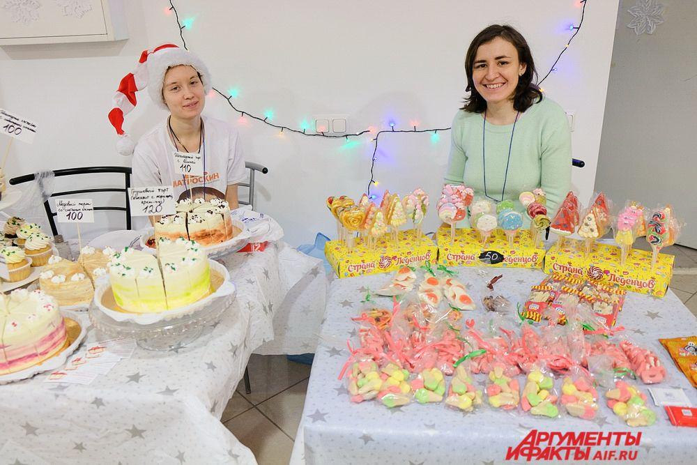 На фестивале можно было попробовать сладости и выпечку.