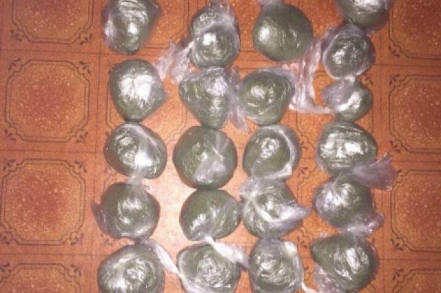 ВРостове-на-Дону задержали 32-летнюю закладчицу наркотиков с2кг расфасованной марихуаны
