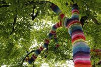 Ярнбомбинг другими словами уличное вязание