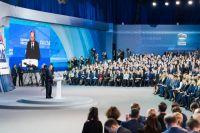 Перед тем, как единороссы переизбрали состав генерального совета, участники съезда полностью поддерживали самовыдвижение Владимира Путина на выборы Президента в 2018 году.