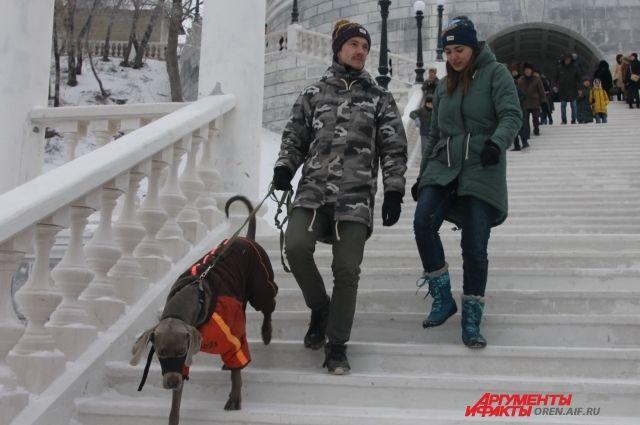 Тысячи оренбуржцев пришли в этот день на Набережную Урала.