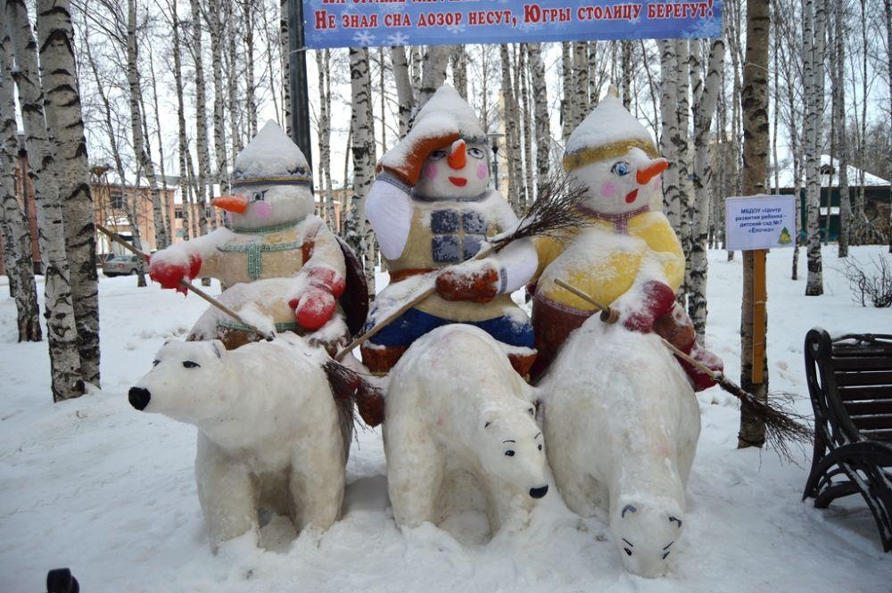 Группу из трех снеговиков на медведях представил детсад «Елочка»