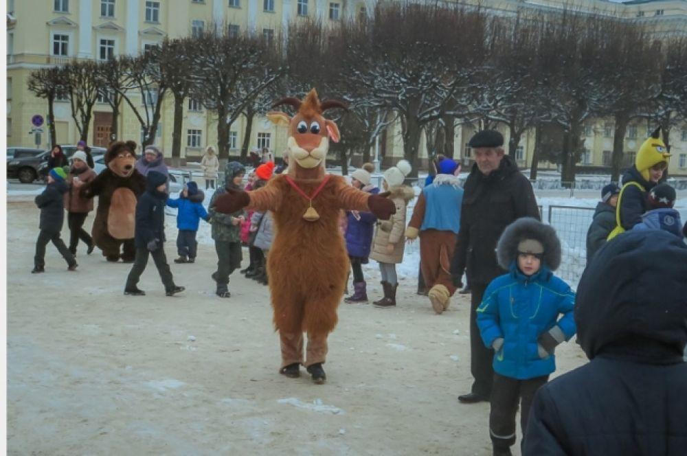 Детей поздравили с наступающим Новым годом и рождеством сказочные персонажи.