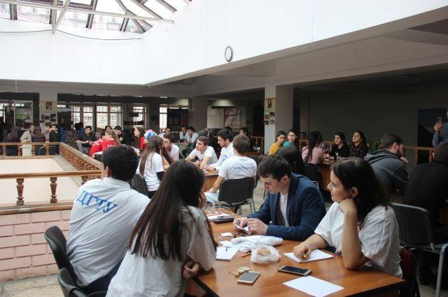 Неменее 200 человек стали участниками интеллектуальных игр вМахачкале