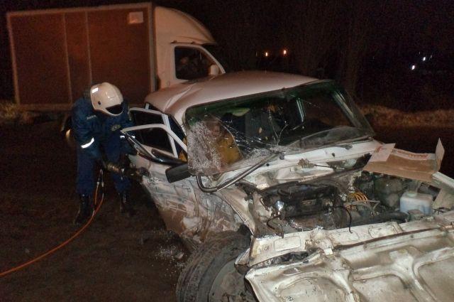 ВВоронеже в«семерке» после ДТП зажало водителя ипассажирку