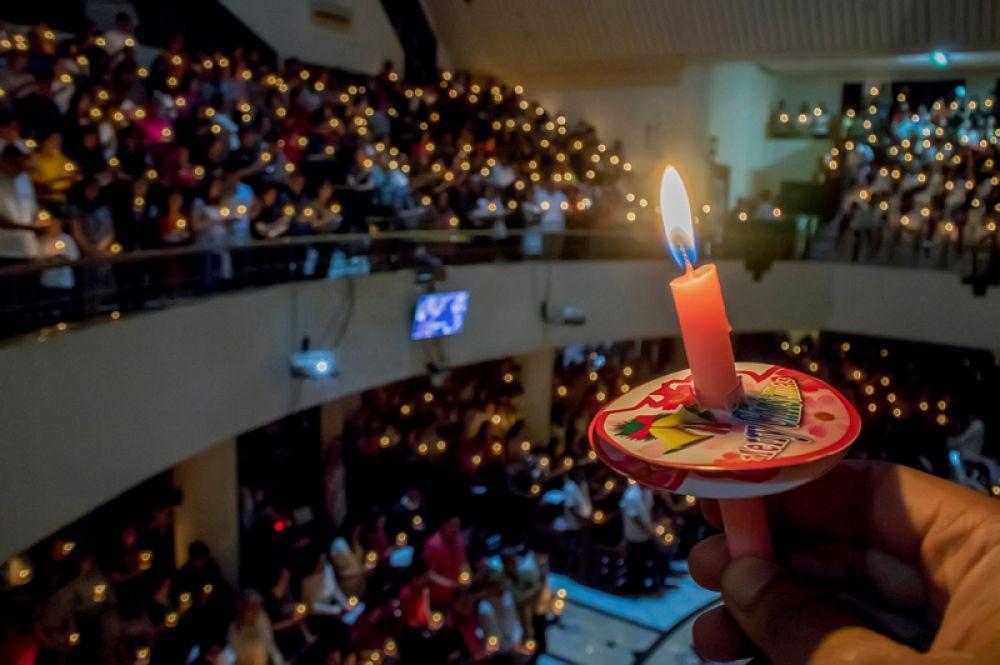 Рождественское богослужение в церкви в Бандунге, Индонезия.