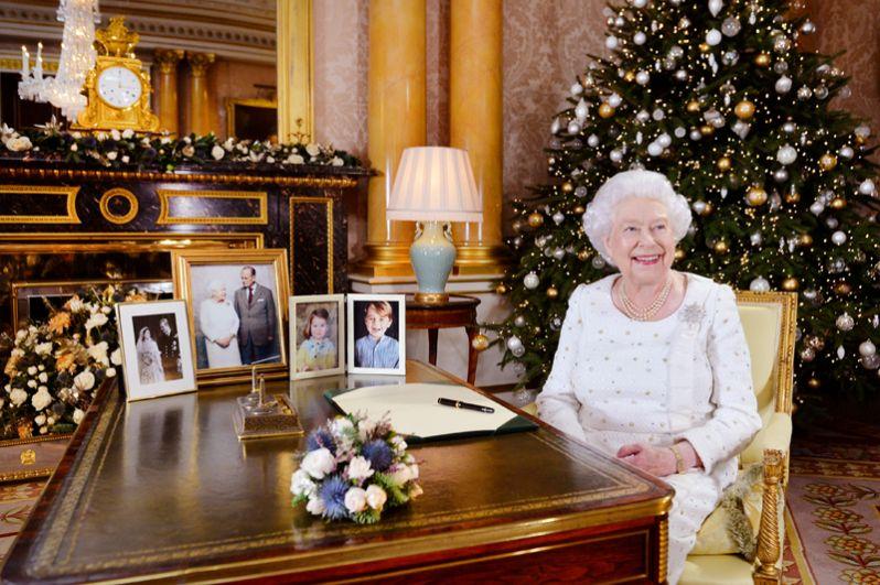 Королева Великобритании Елизавета II после записи своего рождественского обращения в Букингемском дворце, Лондон.