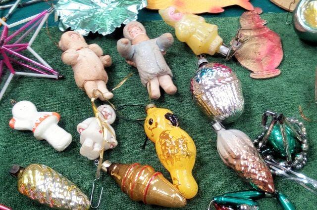 В фондах областного госархива хранятся ёлочные игрушки 1960-1970-х годов.