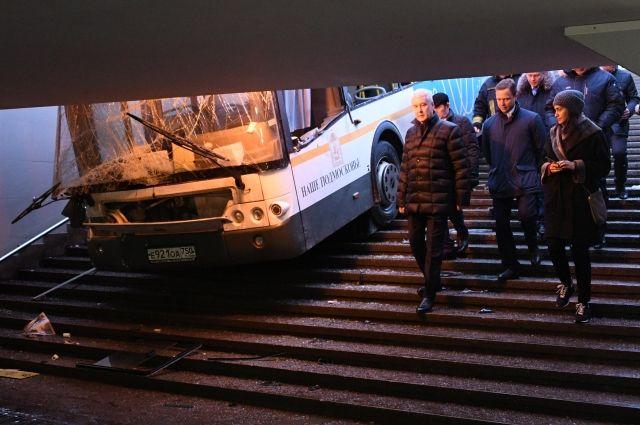 Собянин прибыл наместо съезда автобуса вподземный переход назападе столицы