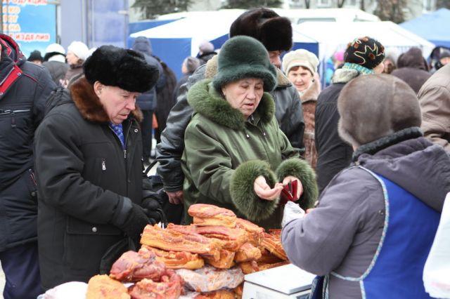 Жители и гости Владивостока смогут закупить вкусные продукты к новогоднему столу по доступным ценам.
