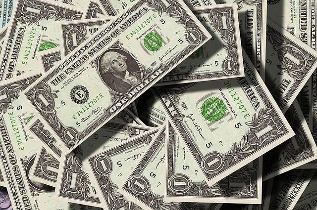 Доллар упал ниже 58 руб.  впервый раз  сноября