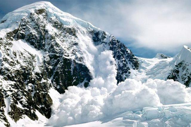В Карпатах из-за оттепели лавинная опасность достигает третьего уровня