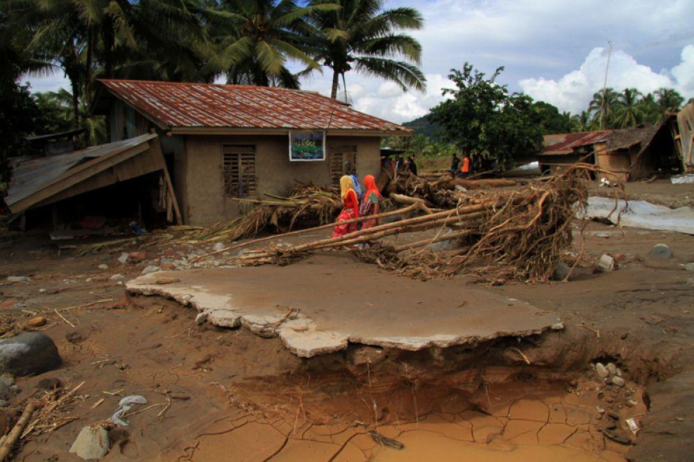 Дом в деревне, пострадавшей от наводнения, в провинции Ланао-дель-Норте, Филиппины.