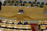 Обращаясь к депутатам Заксобрания, Александр Бурков объявил 2018-й год в Омской области Годом плодородия.