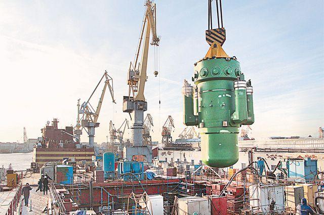 Ледокол принимает корпус реактора.