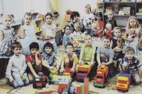 Вместе с воспитателем Лилией Филипий ребята уже готовятся к самому волшебному празднику: учат стихи, украшают свою группу.