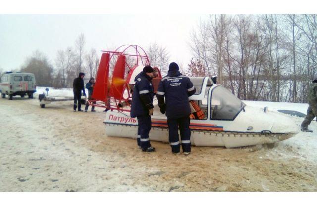 Вмерзшего влед рыбака обнаружили cотрудники экстренных служб Самарской области